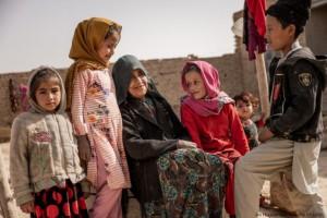 la_guerra_in_afghanistan_e_la_situazione_per_le_donne_e_le_bambine-696x464